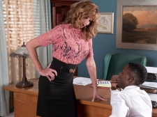 Dee Gets What She Came For and Cums From What That babe Gets
