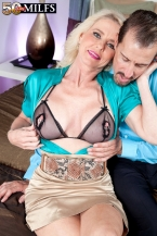 The new HORNY HOUSEWIFE has a gaping cunt!